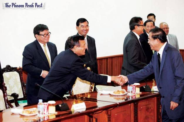 Hun Sen and Kem Sokha Shaking hand