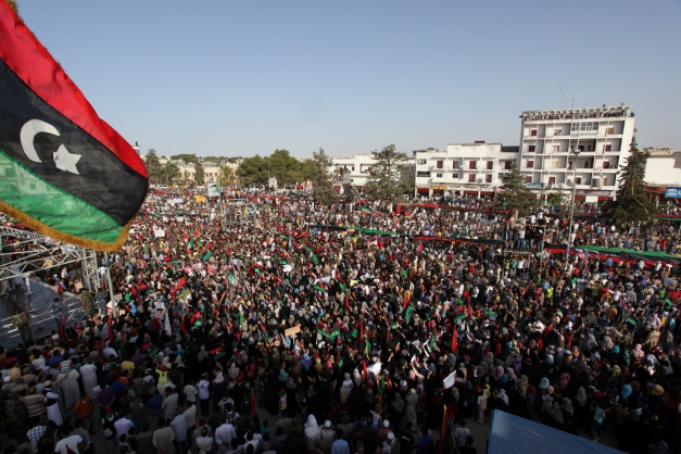 Demonstration_in_Bayda_(Libya,_2011-07-22)